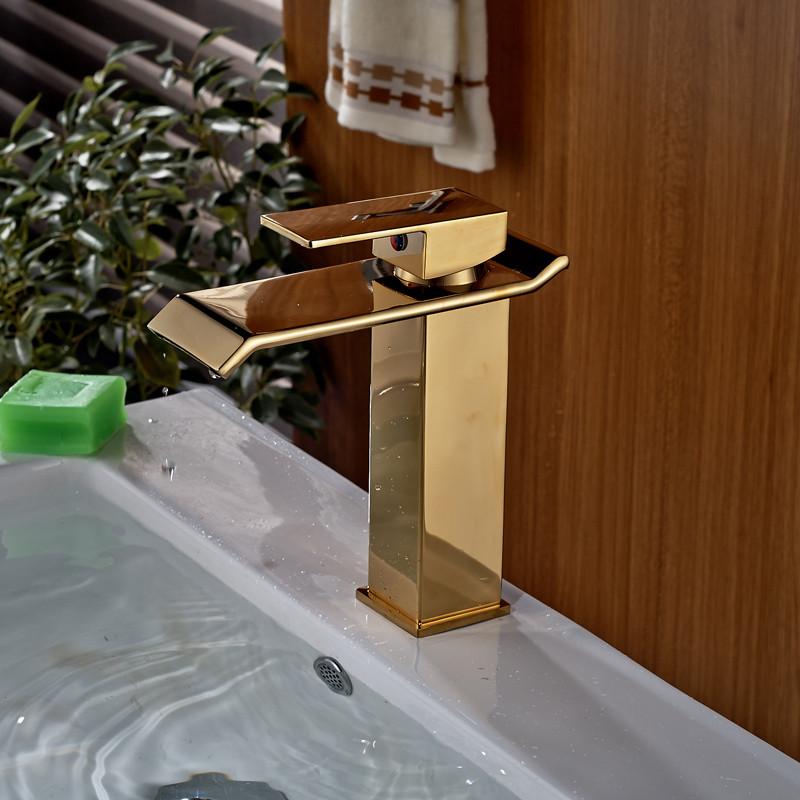 Купить Роскошный Золотой Палуба Крепление Водопад Ванной Комнаты Раковина Кран с Одним Рычагом Горячей и Холодной Воды Смесители