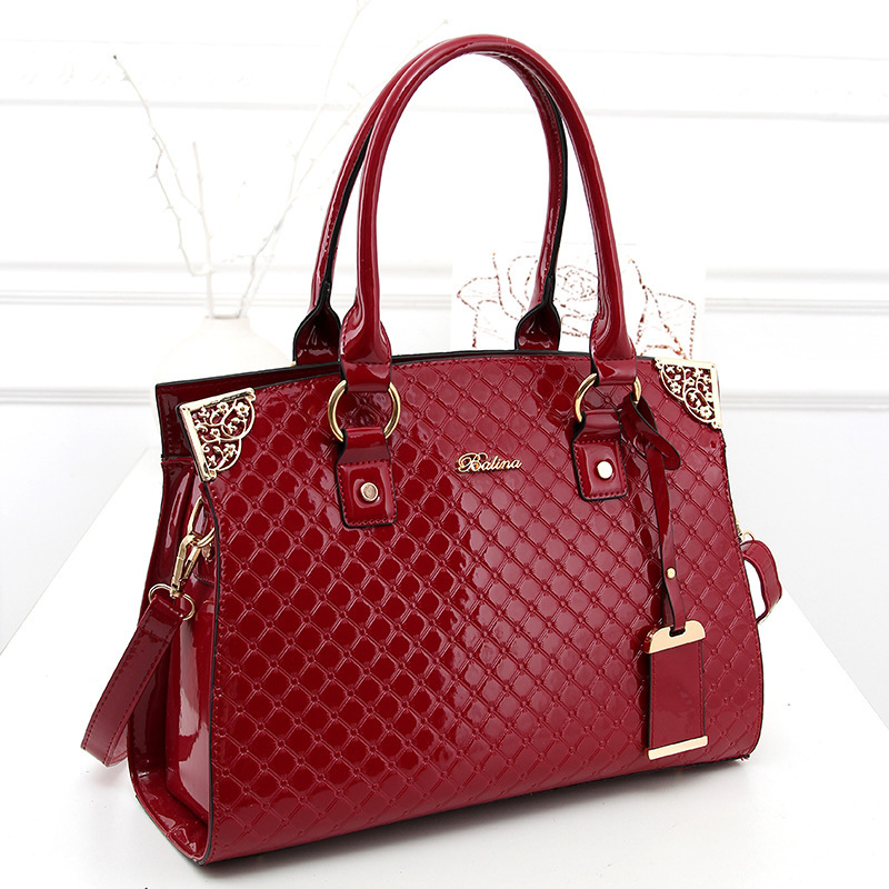 2015 Korean fashion crocodile pattern patent leather handbag female bag lady shoulder bag Messenger bag stereotypes(China (Mainland))