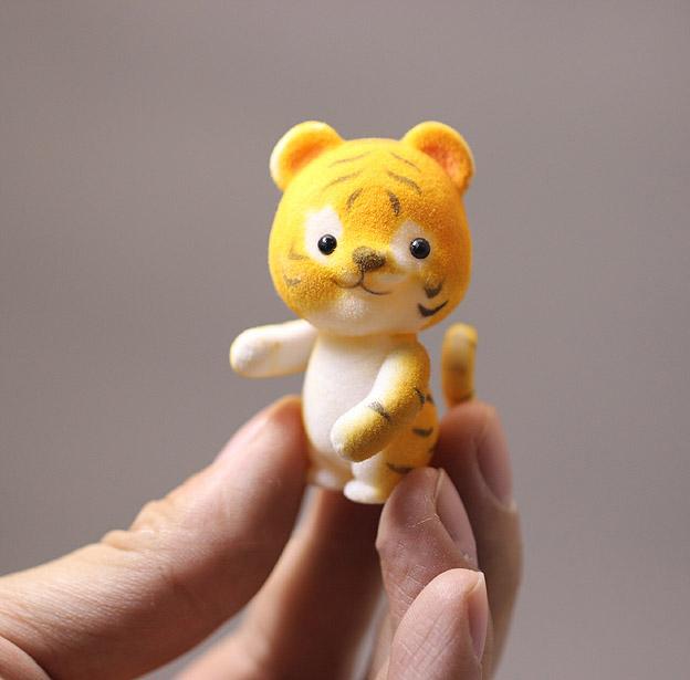 wholesale Japan original bulk sylvanian families cute tiger babe kawaii dolls toys for girls children gift(China (Mainland))