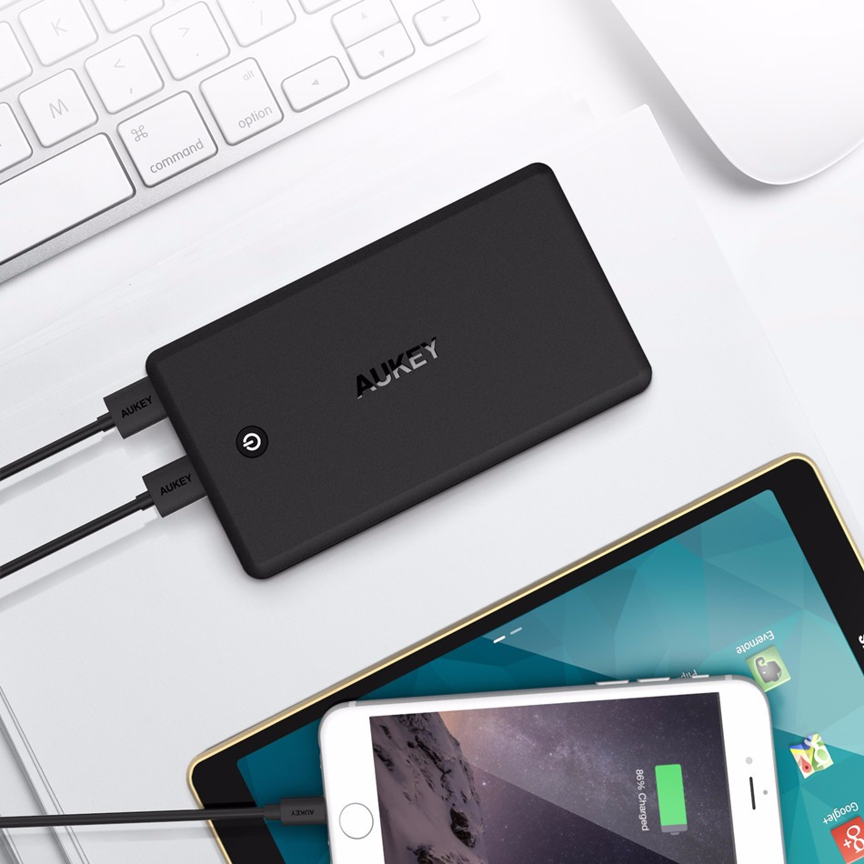 AUKEY 30000mAh Portable Power Bank Quick Charge 3.0 Dual USB Powerbank External Battery Mobile Charger for iPhone Xiaomi Meizu