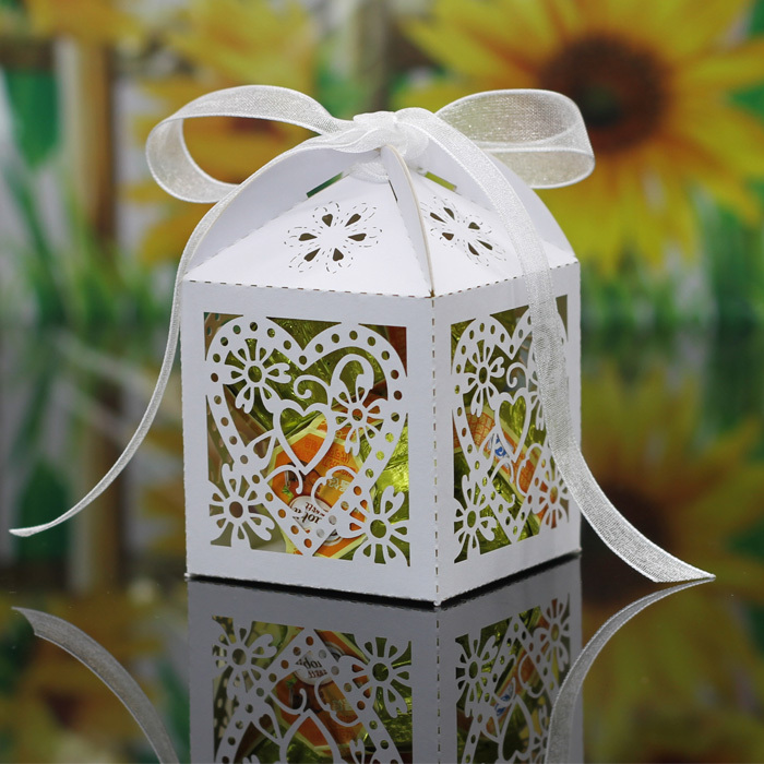 New candy box wedding candy boxes love heart laser cut wedding favor gift box (with real tracking number)(China (Mainland))