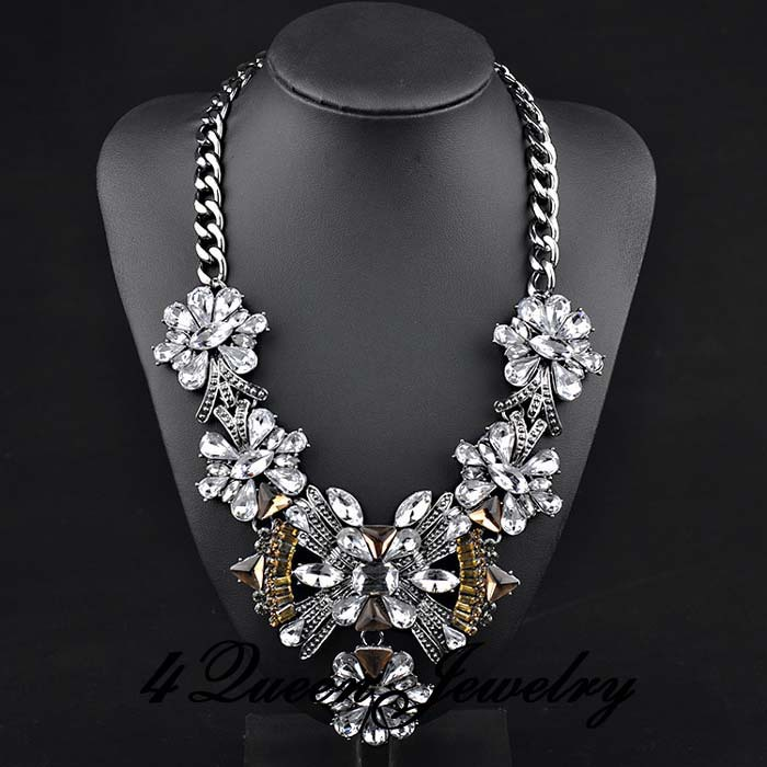 big chunky necklace flower rhinestone pendant choker