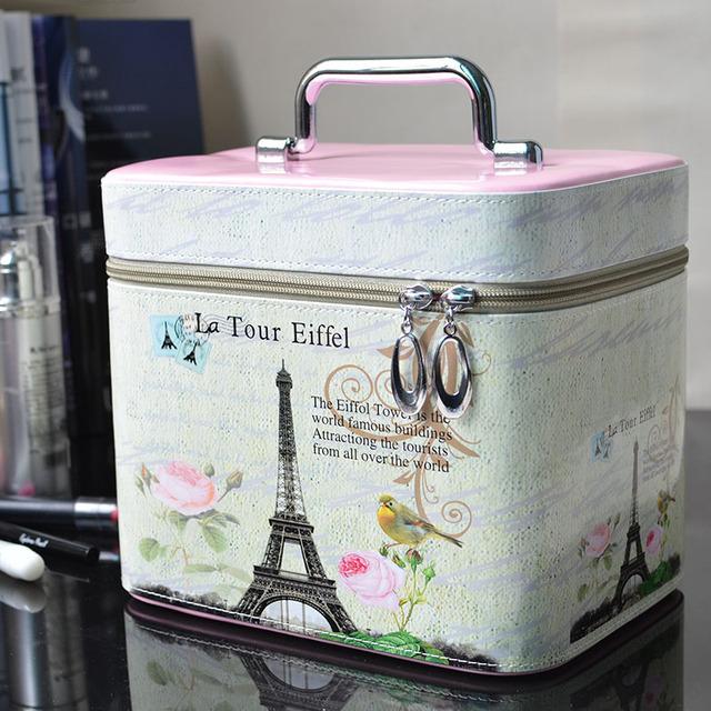 Вместительная дорожная женская косметичка-чемоданчик