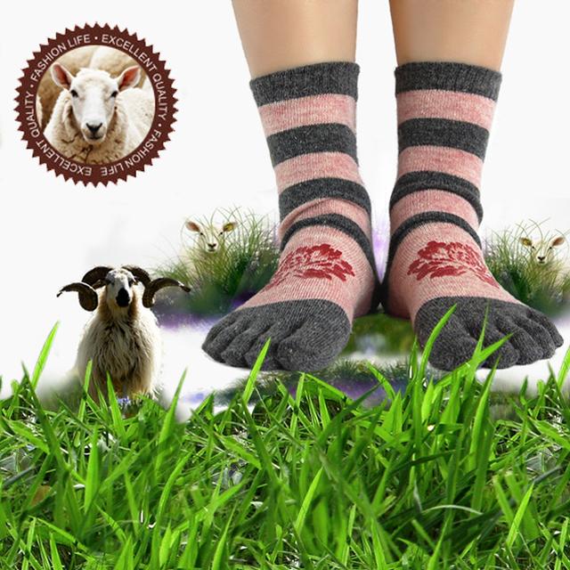 Luxury super soft velvet plush women's five fingers socks send girlfriend gifts ww07 laopo