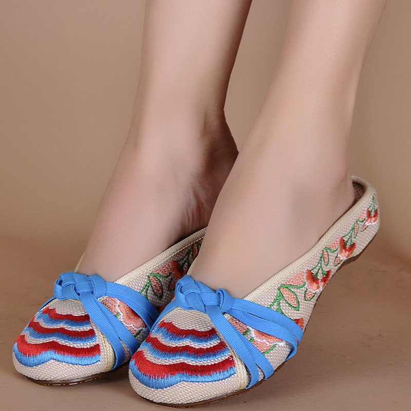 Hot Sale Women's Shoes Old Peking Shoes Flat with Embroidery Soft Sole Casual Slipper(China (Mainland))