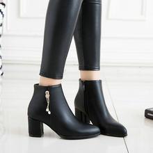 Kadınlar Kristal Çizmeler Kalın Topuk yarım çizmeler Fermuar Sivri Burun Moda Çizmeler Sonbahar Kış Ayakkabı Artı Boyutu 43 2018 Beyaz Siyah(China)