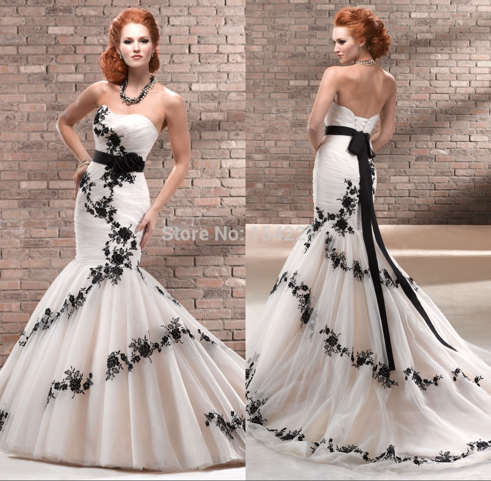 Unique black appliques lace vintage wedding dress ivory for Ivory lace wedding dresses vintage