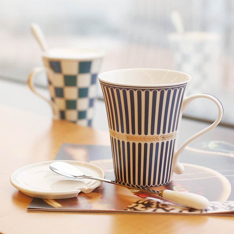 New fashion korean European style Ceramic Mug Tea coffe milk Cup Set Coffee Cup With a spoon The British Style gift(China (Mainland))