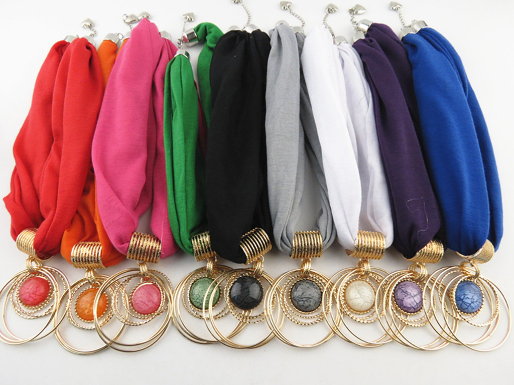 2015Hot money bib short scarf fashion natural circle alloy pendant Ms. Qiu dong removable collar scarf jewelry accessories scarf(China (Mainland))