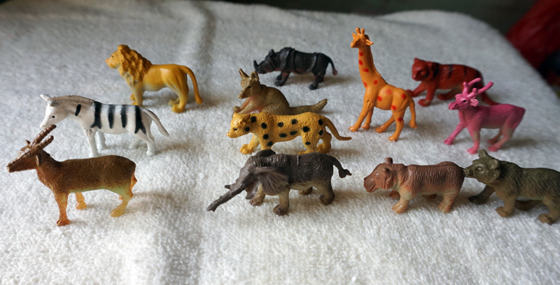 12pcs animals elephant lion giraffe rhinoceros deer wolf beer plastic toy model(China (Mainland))
