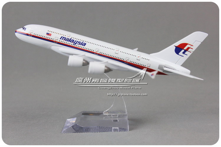 18cm Malaysia Airbus A380 Airlines Airplane Model Airways Plane Model Diecast Souvenir Collections Free Shipping(China (Mainland))