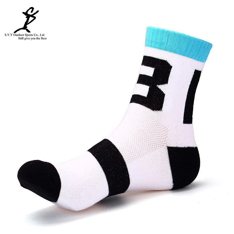 Men Outdoor Climbing Hiking Crew Socks Professional Cycling And Skateboard Socks New Sports Basketball Socks(China (Mainland))