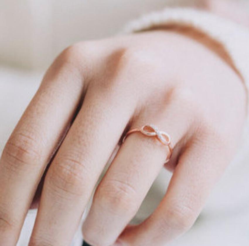 знаком со бесконечности кольцо означает что золотое