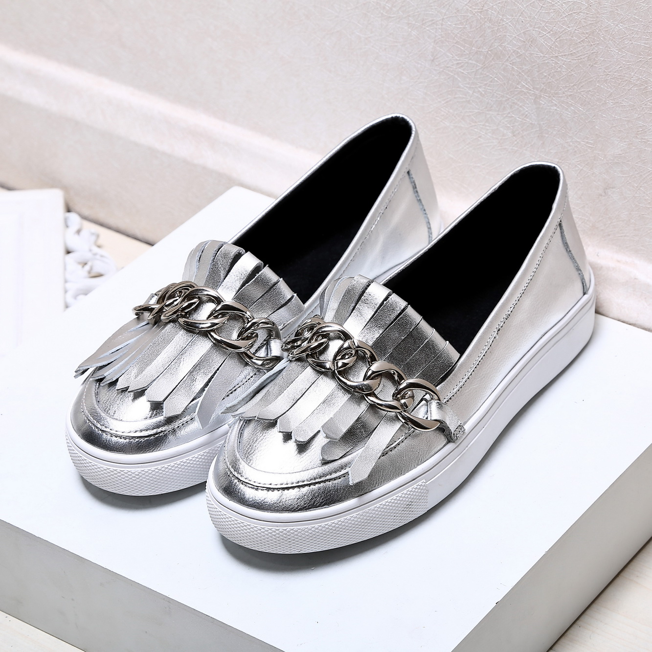 Womens Shoes Printed Silver Color Chains Design Ladies Loafers 2016 Spring Summer Casual Slip On Leather Flat Shoes Female Flats<br><br>Aliexpress