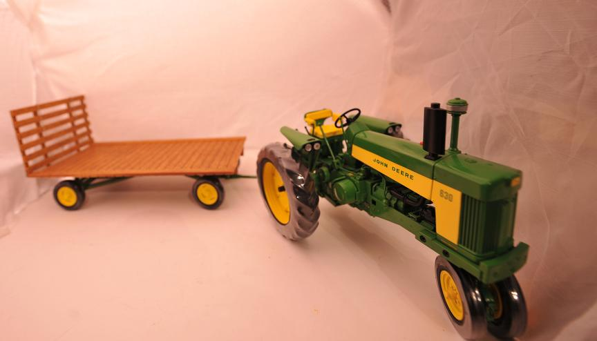 KNL HOBBY J Deere tractor alloy automobile mannequin pallet Farm Gold Items Safety Act ERTL 1:16