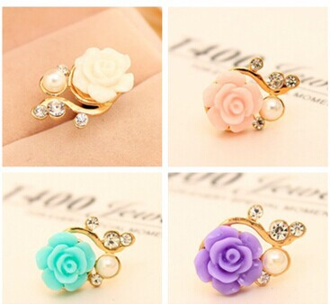 Flowers Pearl Crystal Diamond Anti Dust Resistant Plug Cap Stopper for Phones(China (Mainland))