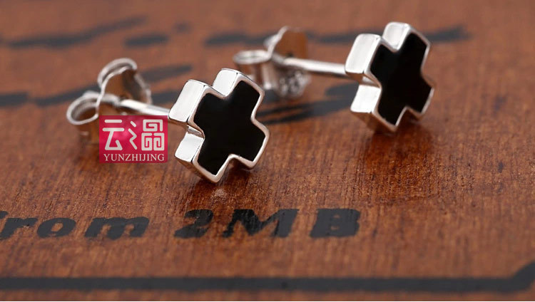 Cloud of 925 sterling silver crystal stud earrings for men Black cross Han edition of fashion(China (Mainland))