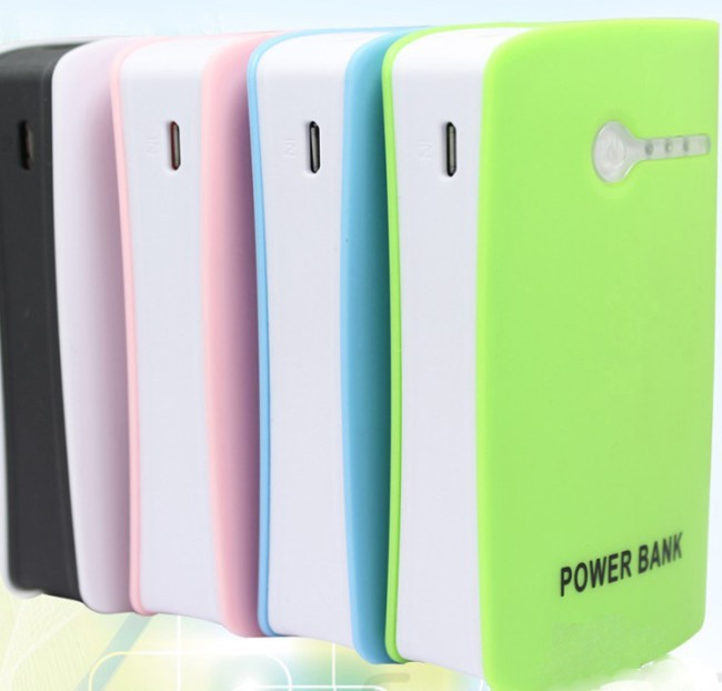 2014 new power bank 8400 mah, dual USB charger, portable parade lithium battery pack, 18650 led flashlight(China (Mainland))
