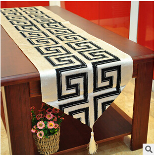 Handmade Modern Geometric Table Cloth/Fashion Embroidered Table Runner/ Black And White Chemin De Table(China (Mainland))