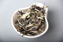 Yunnan puer tea moonlight Bai Sheng tea flavor and spicy taste sweet 2013 free shipping