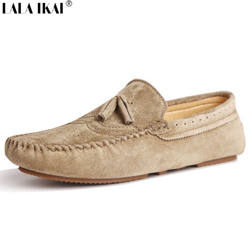 Gucci shoes demonstrates a retro-cool revamp under creative direction of Alessandro Michele. Discover the footprint, whether men's trainers, women's loafers or via downsized boy's and girl's trainers.