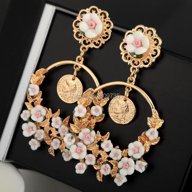 1 пара барокко мода стиль звезд женщин круглый золотой цветок длинный мотаться заявление серьги старинные ретро подарок ювелирных изделий