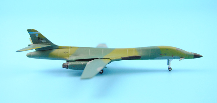 Special: Wings B-1B 56225 28th Bomb Wing Ellsworth 1:400 Dragon(China (Mainland))