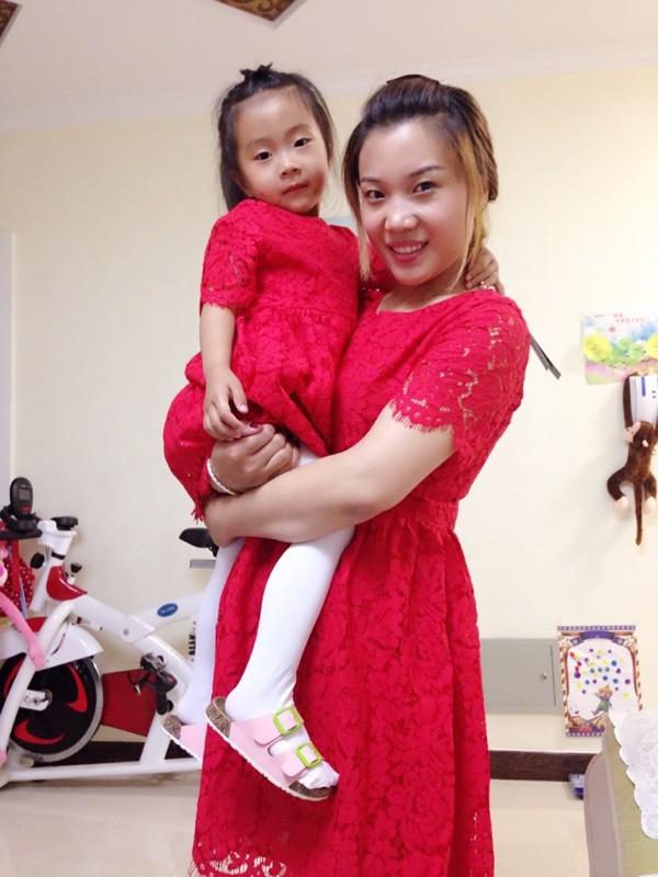 Скидки на [One Piece Цена] Высокого Класса Женский Западный Стиль Красный Ресниц Кружевном Платье Мать И Дочь Тонкий Хлопок Платье