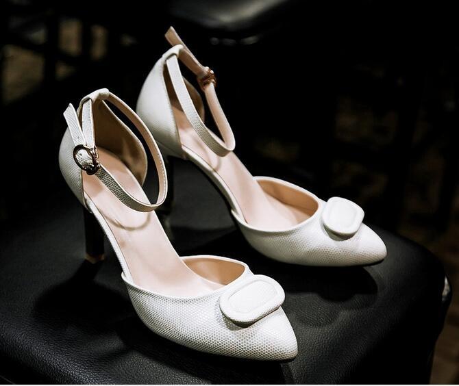 ซื้อ จัดส่งฟรีรองเท้าผู้หญิงยุโรปและอเมริกาใหม่2015โรมฤดูร้อนสีหัวเข็มขัดหวานแฟชั่นรองเท้า
