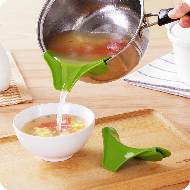 New Silicone Soup Liquid Funnel Kitchen Gadget Water Deflector Cooking Tool(China (Mainland))
