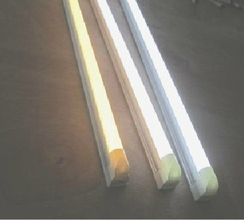 LED T5 fluorescent lamp integration full 0.6 meters without the dark area light tube