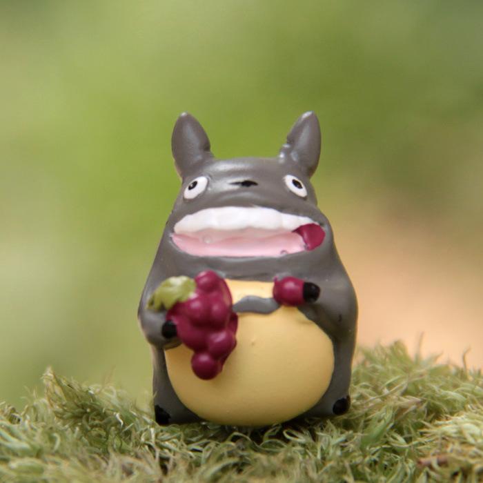 Japan Anime My Neighbor Totoro Resin font b Figures b font Nibariki Cute Totoro Eating Grape