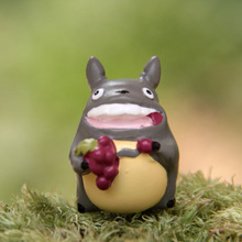 Japan Anime My Neighbor Totoro Resin Figures Nibariki Cute Totoro Eating Grape Scene Micro-Landscape Toy Gift Brinquedos