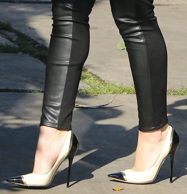 Фотография Elegant female dress shoes cap toe black white sexy pumps mixed color woman high heels charming pointed toe concise fashion
