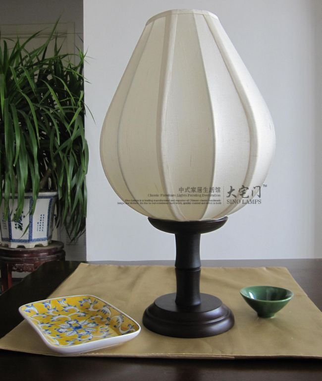 Fabric chinese style table lamp ofhead flower pear base<br>