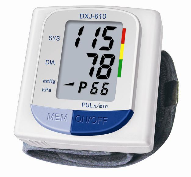 Free shipping Portable Fully Automatic DXJ-610 Electronic Wrist Blood Pressure Monitor