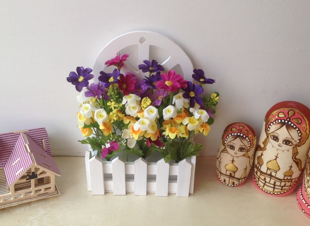 Hanging wooden fence vase with artificial flowers set fake for Artificial flowers decoration home