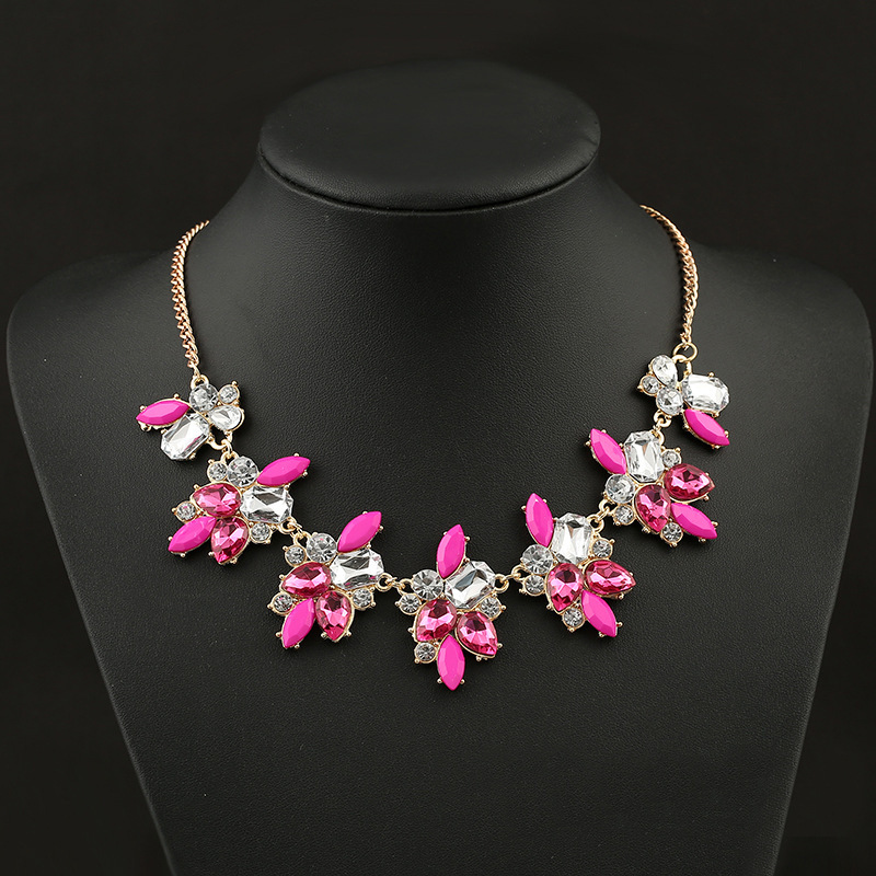Free Shipping Crystal Flower Short Clavicle Necklace Restoring Ancient Ways Female Fashion Accessories Wholesale(China (Mainland))