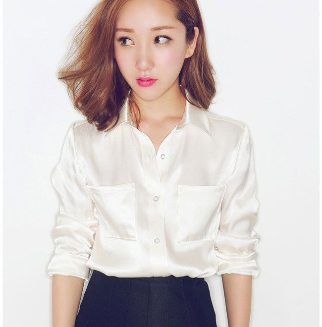 T-BLOUSE. UNIQLO'S women's t-blouse boasts elegant loose box cut and boat neck designs. Made with special threads to prevent wrinkling, this product is as easy to care for as it is to wear.