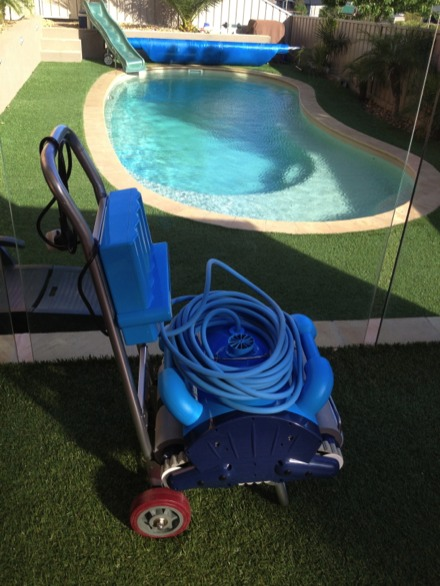 Swimming pool automatic cleaning robot swimming pool intelligent vacuum cleaner with remote control,Wall Climbing Function(China (Mainland))