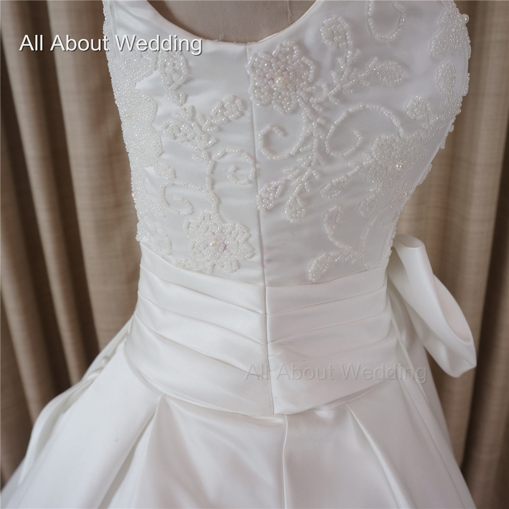 Luxury Pearl Beaded Wedding Dresses High Quality Satin with Bow Tie Decorated Chapel Train Factory Custom
