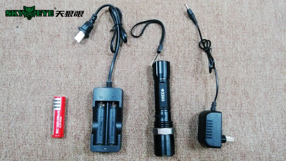 High Quality 2300LM 18650 Cree Led Zoomable flashlight taser Lamp Light Torch inclued 18650 battery +2X charger(China (Mainland))