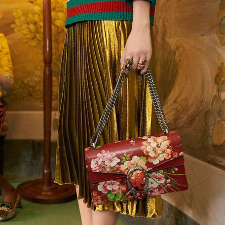 2016 spring fashion models, Ms. flower print shoulder bag handbag chain bag with a variety of slide back method free shipping<br><br>Aliexpress