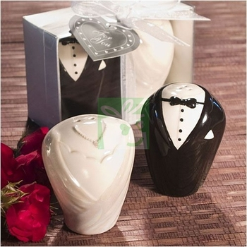 Ceramic Bride And Groom Salt & Pepper Shakers Wedding Favor (Set of 2) for Wedding Party Gifts Favors Supplies Free Shipping