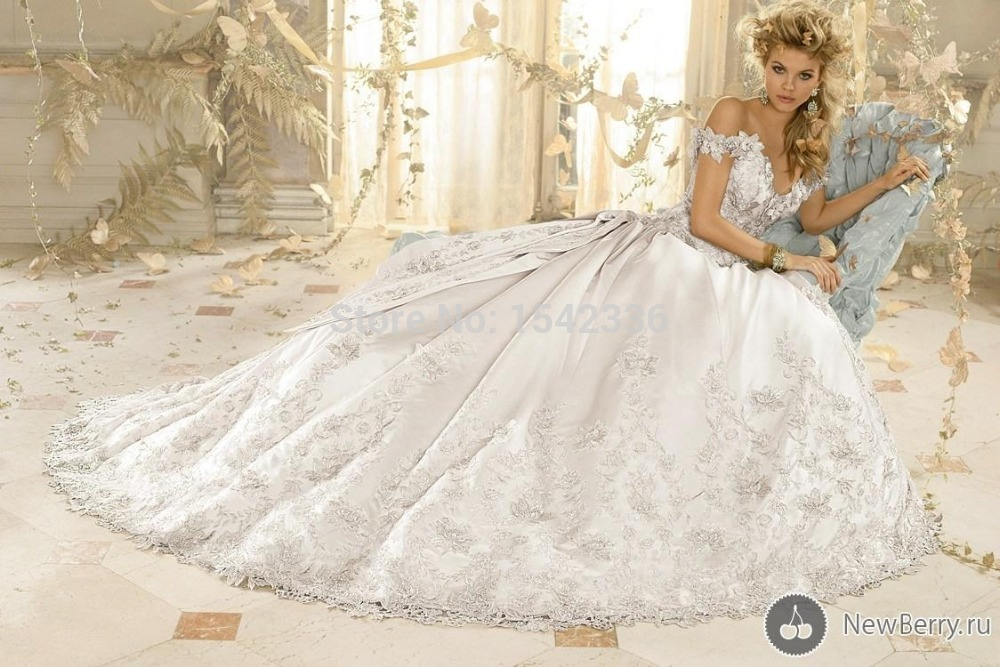 Beautiful Ball Gown Floor-length Cathedral Train Appliques V-necking Off The Shoulde Sleeveless Zipper Satin Wedding Dresses(China (Mainland))