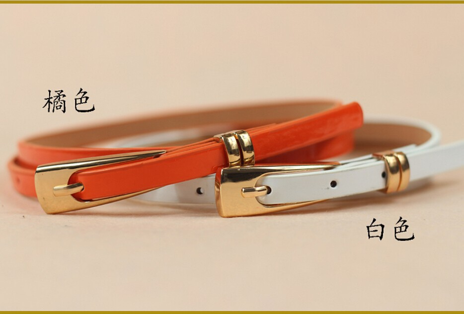 фото ремня тонкого с золотой пряжкой в белом и оранжевом цвете