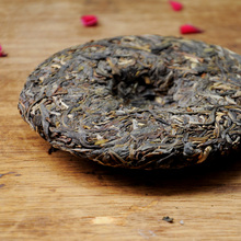 Rong Ruixiang s Orthodox Mountain Ancient Pure Material Yunnan 14 Year Spring Tea Cake Pu er