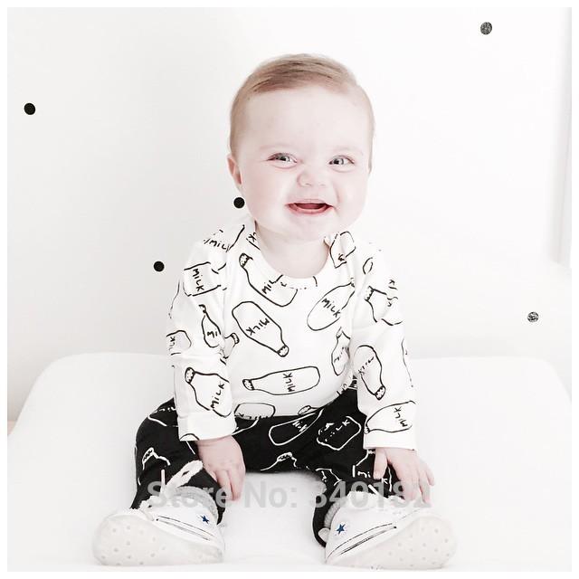 Скидки на 2016 Осень Новый ребенок мальчик установленные одежды мужской хлопка с длинными рукавами Футболки буквы футболку + брюки новорожденных девочка комплект одежды