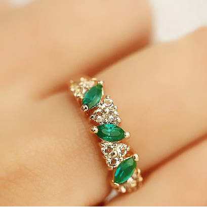 Rings Wholesale Cute Vintage Emerald Crystal Ring For Women Fancy Jewelry Retro Feel Sweet Female Emerald Anel Rings(China (Mainland))