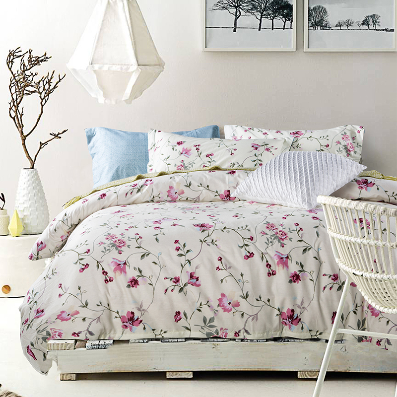 Floral bedding fashion sheets white comforter sets classical comforter and quilt funky bed linen for Designer linens and home fashions